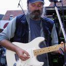 Janc Galič, pevec in kitarist EBB (Emšo blues banda) igra na Peavey stratocaster. Solidna