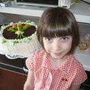 Ledena torta Karmen pa Urša spredaj