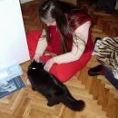 mamica in mačja posvojenka Loti (ko sem jo dobila je bila stara komaj par dni in sem jo hr